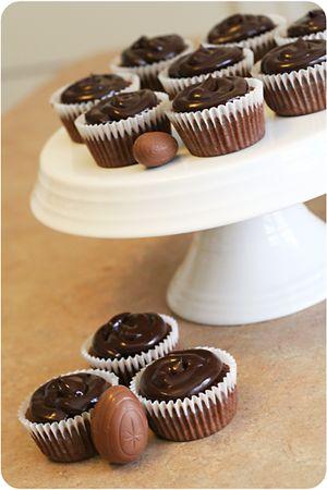 Cadbury creme egg cupcake 1