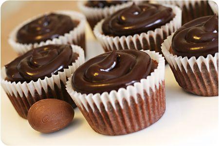 Cadbury creme egg cupcake 3